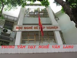 TRUNG-TAM-DAY-NGHE-VAN-LANG